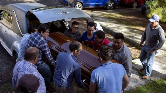 https: img-k.okeinfo.net content 2018 06 25 18 1913677 seluruh-anggota-kepolisian-di-satu-kota-di-meksiko-ditahan-atas-pembunuhan-calon-wali-kota-9EYPToNlmC.jpg
