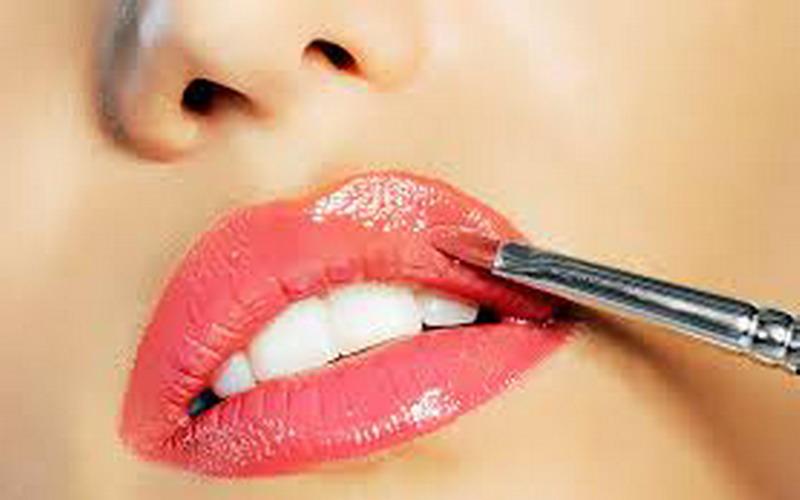 https: img-k.okeinfo.net content 2018 06 26 194 1914055 ladies-wajib-punya-nih-4-lipstik-dengan-warna-kekinian-NSQ6Qqyska.jpg