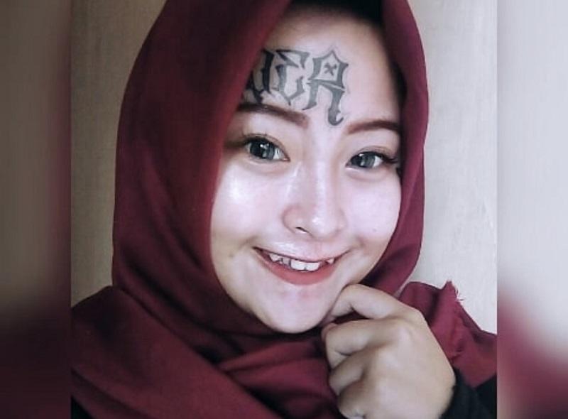 https: img-k.okeinfo.net content 2018 06 26 196 1914086 kisah-hijrah-menyentuh-hati-iska-randy-mantan-anak-punk-yang-punya-tato-di-wajah-DBRmSbPDT5.jpg