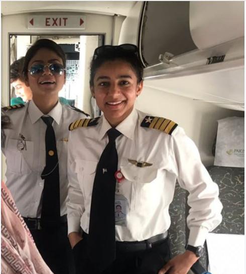 https: img-k.okeinfo.net content 2018 06 26 406 1914016 terbangkan-pesawat-di-rute-menantang-2-perempuan-pilot-pakistan-jadi-viral-di-sosmed-5wknKoi3tr.jpg