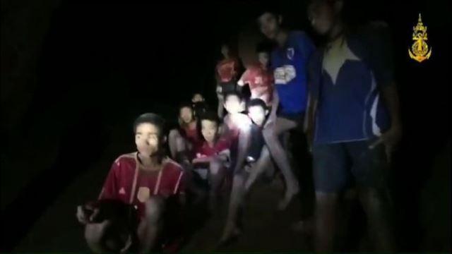 https: img-k.okeinfo.net content 2018 07 03 18 1917037 proses-penyelamatan-12-remaja-thailand-yang-hilang-sembilan-hari-di-gua-Cv9ScyrXwK.jpg