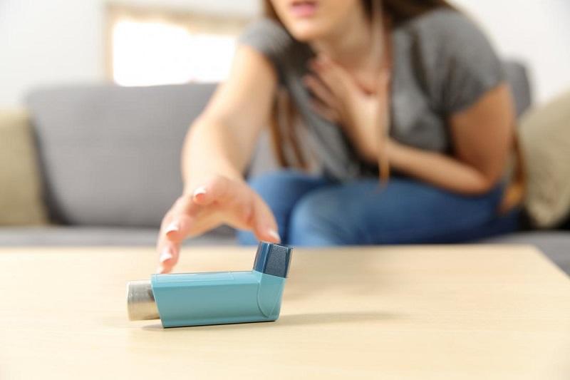 https: img-k.okeinfo.net content 2018 07 03 481 1917388 6-cara-mengatasi-serangan-asma-tanpa-bantuan-inhaler-W8K0vr5e4R.jpg