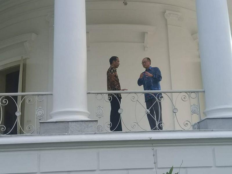 https: img-k.okeinfo.net content 2018 07 04 20 1917622 berbatik-jokowi-bertemu-presiden-bank-dunia-di-istana-bogor-FK6rkGgHg0.jpg