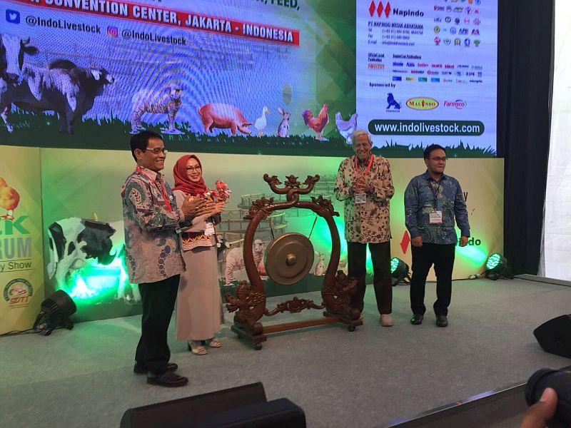 https: img-k.okeinfo.net content 2018 07 04 320 1917701 peternakan-jadi-kunci-penting-perekonomian-indonesia-ini-penjelasannya-HslfTldIKF.jpg