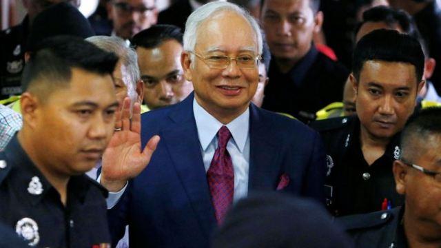 https: img-k.okeinfo.net content 2018 07 05 18 1918107 media-malaysia-pertanyakan-najib-razak-tak-gunakan-baju-oranye-saat-ditangkap-oCvbIP4GRA.jpg
