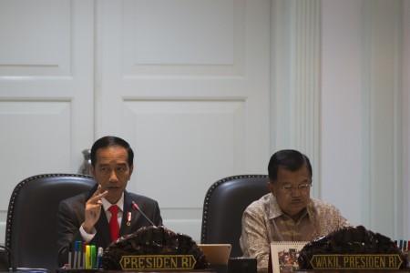 https: img-k.okeinfo.net content 2018 07 06 20 1918860 presiden-akui-ketidakpastian-ekonomi-global-hantui-indonesia-oqftHgQM0B.jpg