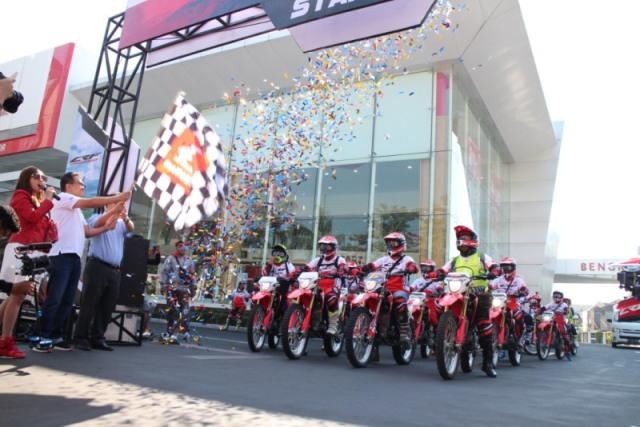 https: img-k.okeinfo.net content 2018 07 08 15 1919499 ribuan-biker-honda-touring-trabasan-sambut-mxgp-indonesia-rGSpgWEGd3.jpg