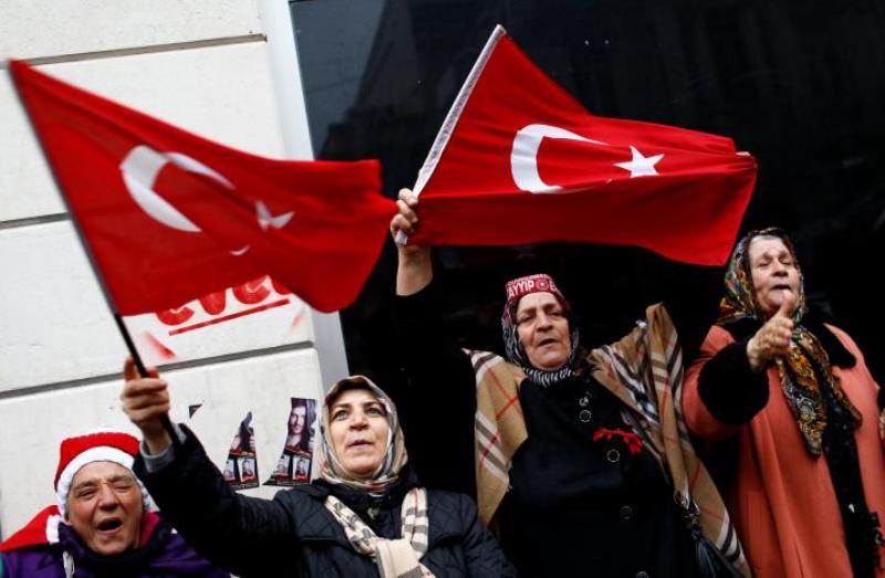 https: img-k.okeinfo.net content 2018 07 08 18 1919561 diduga-dukung-kelompok-teroris-turki-pecat-lebih-dari-18-000-pegawai-negeri-4EdjXcImTw.jpg