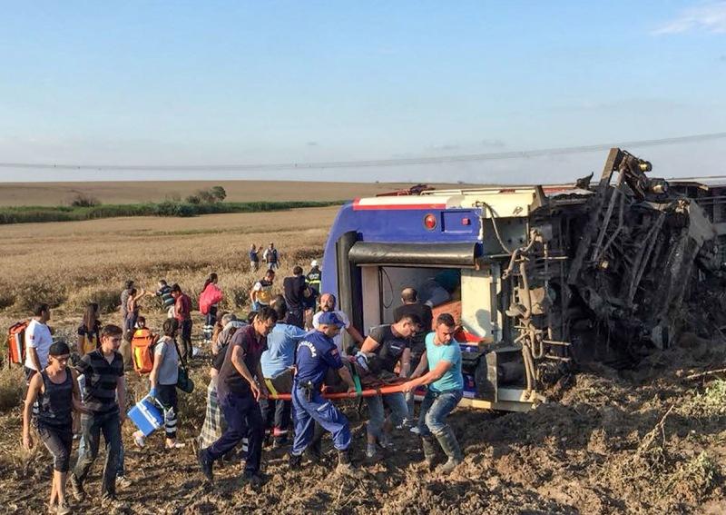 https: img-k.okeinfo.net content 2018 07 09 18 1919936 kecelakaan-kereta-di-turki-tewaskan-sedikitnya-24-orang-dan-lukai-ratusan-lainnya-iNX9nS8TpS.jpg