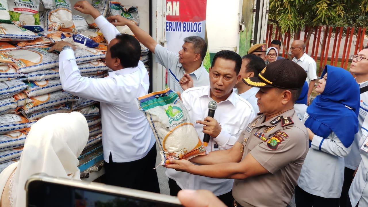 https: img-k.okeinfo.net content 2018 07 09 320 1919987 beras-sachet-bisa-dinikmati-seluruh-indonesia-pada-september-2018-e3S6n0BwUB.jpeg