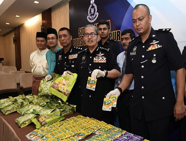 https: img-k.okeinfo.net content 2018 07 10 18 1920311 terlibat-pesta-seks-dan-narkoba-tiga-wni-ditangkap-di-malaysia-PFrOB4ADse.jpg