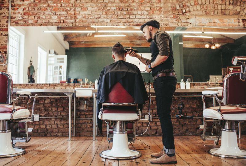 https: img-k.okeinfo.net content 2018 07 10 194 1920617 tukang-cukur-ini-habiskan-18-jam-untuk-dandani-rambut-timnas-prancis-siapa-dia-Nk89Vkehcy.jpg