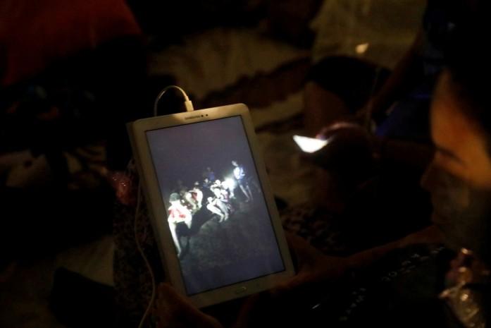 https: img-k.okeinfo.net content 2018 07 11 18 1920736 kisah-para-remaja-yang-terjebak-di-gua-thailand-direncanakan-diangkat-jadi-film-hollywood-vTsOekR5gm.jpg
