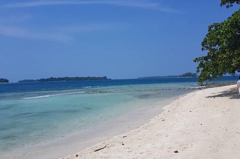 https: img-k.okeinfo.net content 2018 07 11 406 1920730 berwisata-ke-pulau-tongkeng-salah-satu-pulau-tidak-berpenghuni-di-jakarta-UnSH6clzvX.jpg