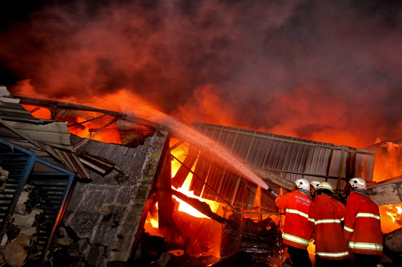 https: img-k.okeinfo.net content 2018 07 12 525 1921283 kebakaran-rumah-di-sukabumi-tewaskan-seorang-nenek-piNMPvCIrX.jpg