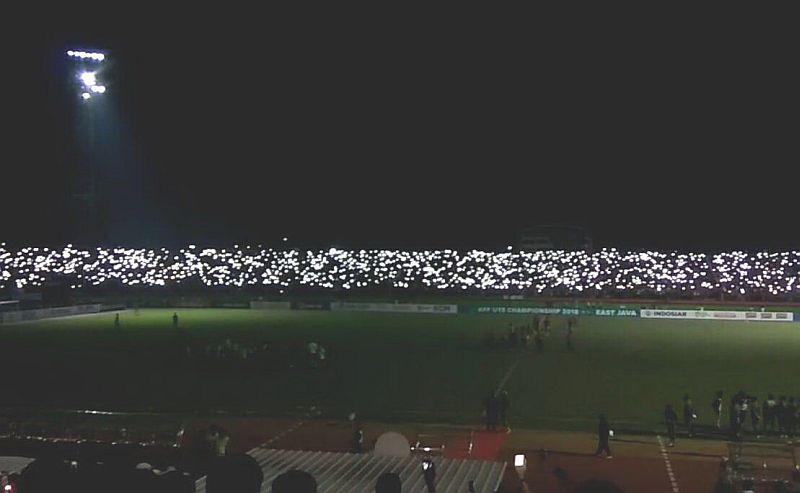 https: img-k.okeinfo.net content 2018 07 13 51 1921743 lampu-stadion-mati-sebabkan-timnas-indonesia-u-19-kalah-di-adu-penalti-en3MOvB1Rb.jpg