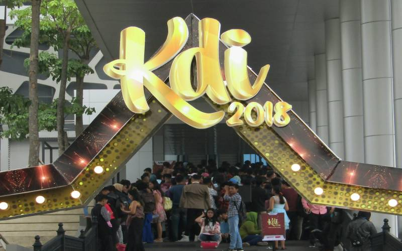 https: img-k.okeinfo.net content 2018 07 14 205 1922302 tiba-di-jakarta-audisi-kdi-2018-diserbu-ribuan-peserta-veEfbPPwjZ.jpg