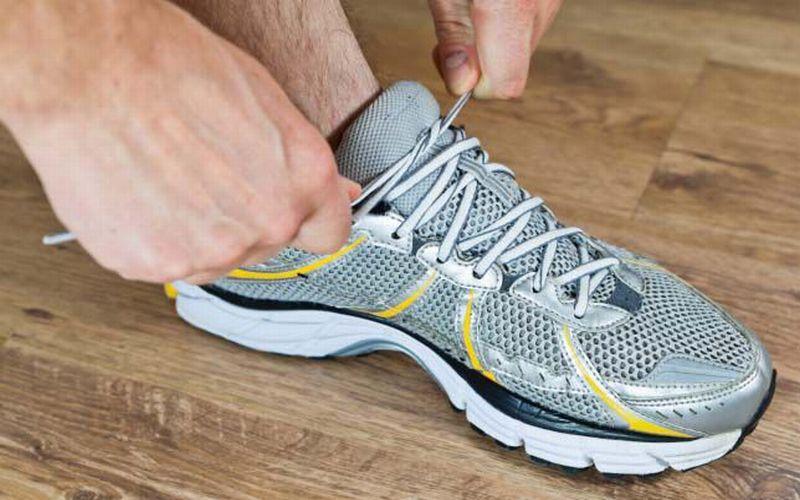 https: img-k.okeinfo.net content 2018 07 19 194 1924468 penting-ini-10-pertimbangan-saat-membeli-sepatu-olahraga-aqd7uUa2Gf.jpg