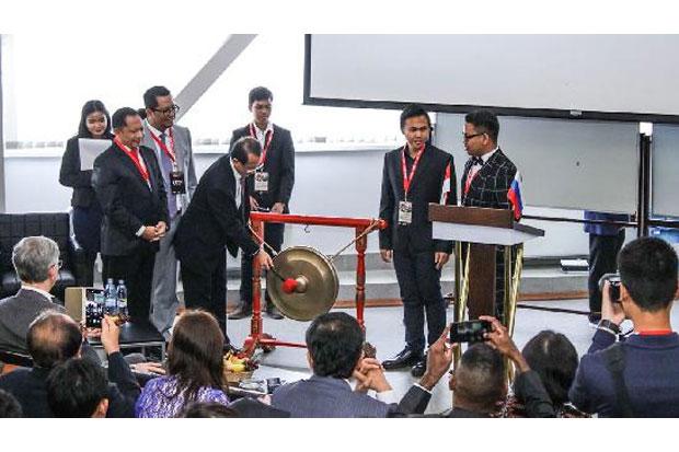 https: img-k.okeinfo.net content 2018 07 27 65 1928092 pelajar-ri-yakin-masa-keemasan-indonesia-pada-2045-W8MxoeJ5oX.jpg