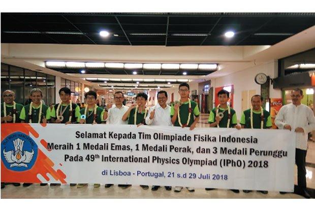 https: img-k.okeinfo.net content 2018 08 01 65 1930279 tim-olimpiade-sains-indonesia-semakin-bersinar-ini-buktinya-jPK1uBMtvs.jpg