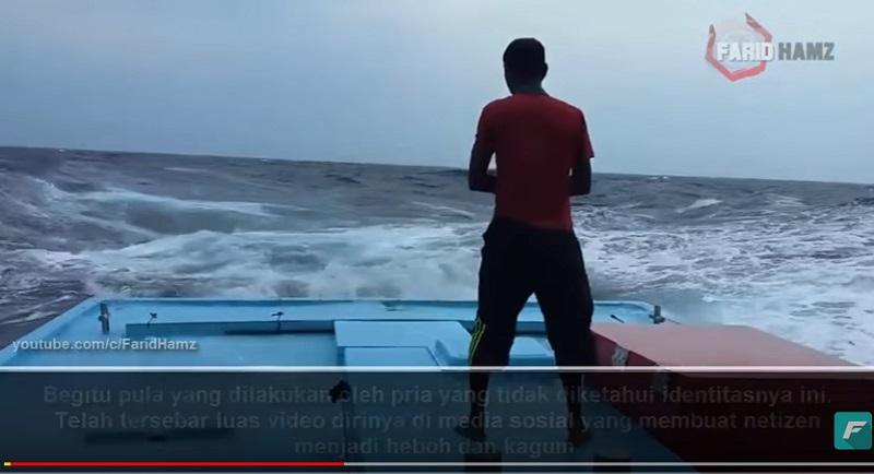 https: img-k.okeinfo.net content 2018 08 07 196 1933104 video-seorang-pria-khusyuk-salat-di-tengah-badai-ini-bikin-tegang-rbR7CWxjac.jpg