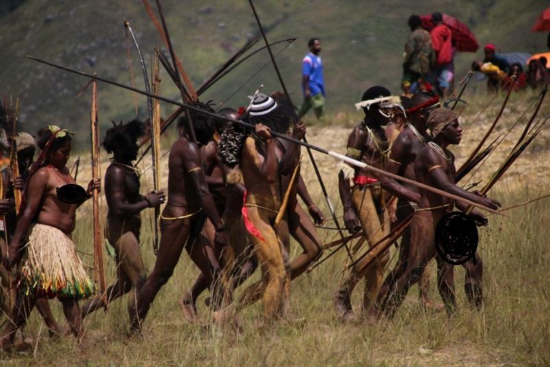 https: img-k.okeinfo.net content 2018 08 09 1 1934160 melihat-lebih-dekat-festival-lembah-baliem-situs-budaya-papua-E7XJ6VPgOA.jpg