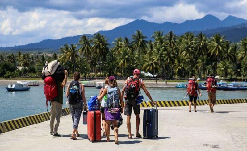 https: img-k.okeinfo.net content 2018 08 09 406 1933866 isu-tsunami-pemicu-utama-eksodus-ribuan-turis-dari-lombok-q3YRzXTnDA.jpg
