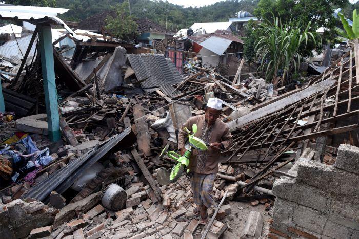 https: img-k.okeinfo.net content 2018 08 10 340 1934838 masjid-kuno-bayan-di-lombok-tetap-utuh-meski-diguncang-gempa-u3KSdZnyQJ.jpg