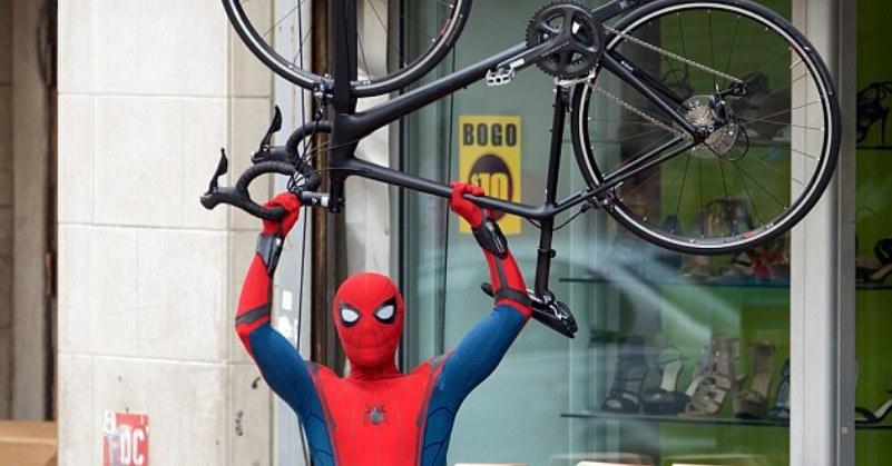 https: img-k.okeinfo.net content 2018 08 11 206 1934985 kehilangan-spider-man-sony-picture-justru-dapat-akses-ke-900-karakter-marvel-xqOLzpTkOV.jpg