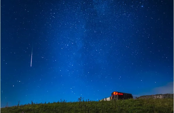 https: img-k.okeinfo.net content 2018 08 11 56 1935213 fakta-fakta-fenomena-meteor-perseid-yang-hujani-bumi-pO4mxmdS56.jpg