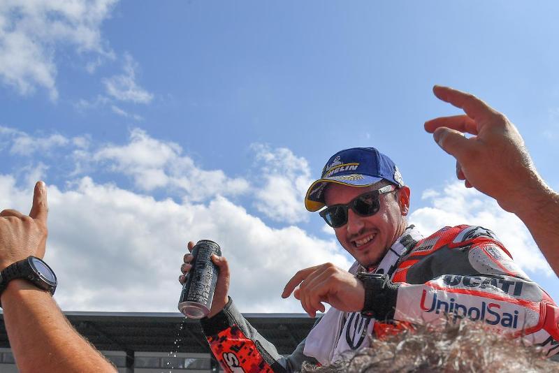 https: img-k.okeinfo.net content 2018 08 12 38 1935547 lorenzo-motogp-austria-2018-balapan-terbaik-saya-Bsfbdn2EYW.jpg