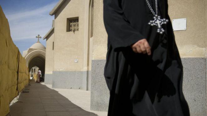 https: img-k.okeinfo.net content 2018 08 13 18 1935643 seorang-biarawan-dituduh-membunuh-uskup-koptik-di-mesir-8VXlW8rFAU.jpg