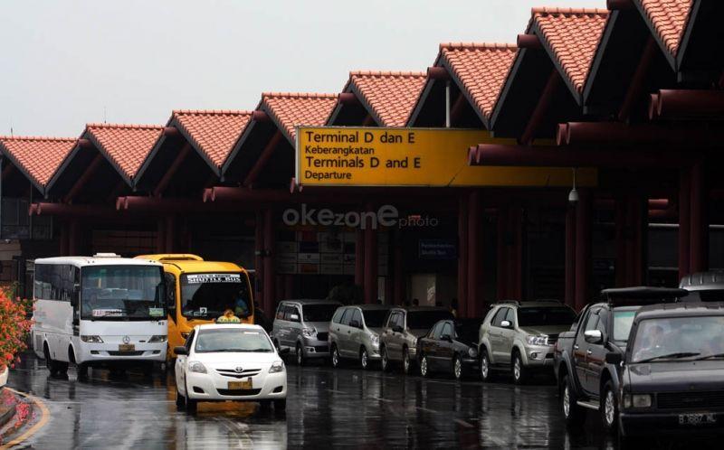 https: img-k.okeinfo.net content 2018 08 13 338 1935758 tidak-prioritaskan-penumpang-pengelolaan-taksi-di-bandara-dikhawatirkan-kian-memburuk-XEW1HCTSpK.jpg