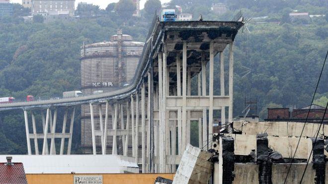 https: img-k.okeinfo.net content 2018 08 15 18 1936676 korban-tewas-akibat-jembatan-layang-di-italia-ambruk-bertambah-jadi-35-orang-S3gBNklAUq.jpg