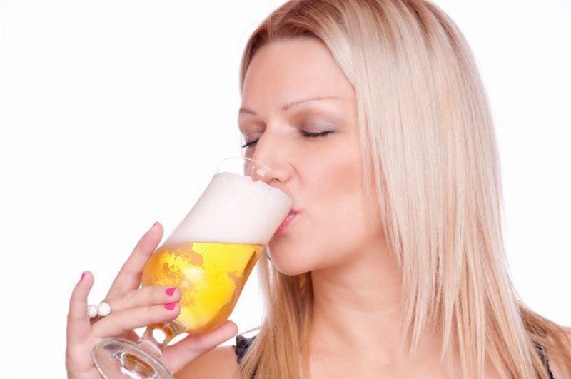 https: img-k.okeinfo.net content 2018 08 15 481 1936836 minum-alkohol-perlahan-hancurkan-gigi-anda-masih-berani-TabaKV7265.jpg