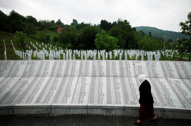 https: img-k.okeinfo.net content 2018 08 16 18 1937497 as-kritik-upaya-serbia-tutupi-sejarah-pembantaian-muslim-srebrenica-5a6BZXHJna.jpg