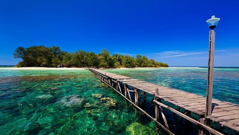 https: img-k.okeinfo.net content 2018 08 18 406 1938255 4-spot-snorkeling-cantik-di-indonesia-incaran-para-milenial-AGJEiuueMl.jpg