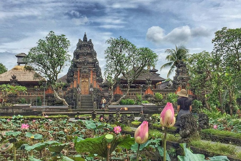 https: img-k.okeinfo.net content 2018 08 18 406 1938365 layaknya-negara-kerajaan-indonesia-punya-istana-untuk-para-raja-loh-xiJGYyLwmM.jpg