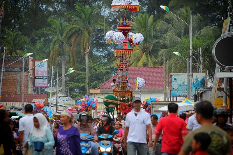 https: img-k.okeinfo.net content 2018 08 18 406 1938409 danau-sentani-cap-go-meh-hingga-tabuik-aneka-festival-kebudayaan-menarik-di-indonesia-xNshnxWZ1H.jpg