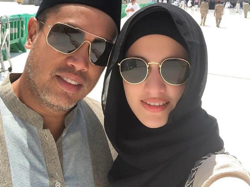 https: img-k.okeinfo.net content 2018 08 20 194 1938873 jalani-ibadah-haji-dengan-suami-nia-ramadhani-makin-cantik-berbusana-syar-i-woNnFkKbG6.jpg
