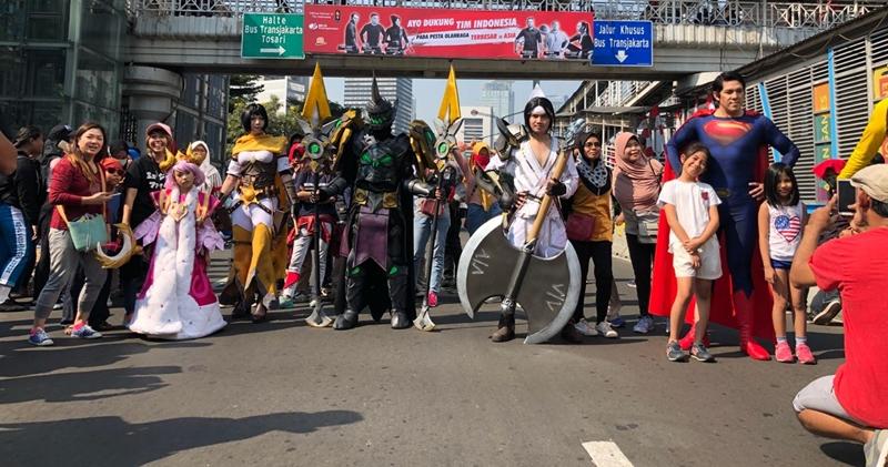 https: img-k.okeinfo.net content 2018 08 23 16 1940492 bertemu-wiro-sableng-dan-barisan-hero-garena-aov-di-car-free-day-J4wInsXiXL.jpg