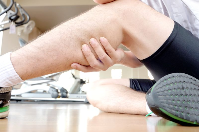 https: img-k.okeinfo.net content 2018 08 23 481 1940131 mengenal-bahayanya-masalah-otot-kaki-yang-menyerang-pebulutangkis-anthony-ginting-cfyawJ8UR0.jpg
