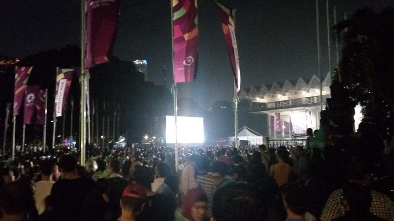 https: img-k.okeinfo.net content 2018 09 02 601 1944951 sempat-hujan-pengujung-tetap-antusias-saksikan-upacara-penutupan-asian-games-2018-vI2ebQCfgF.jpg