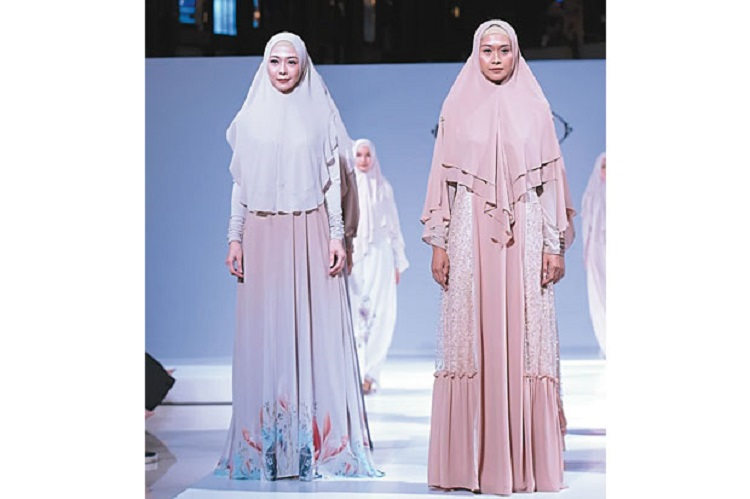 https: img-k.okeinfo.net content 2018 09 05 194 1946260 busana-muslim-syari-feminin-dan-nampak-elegan-96S9t8BqMW.jpg