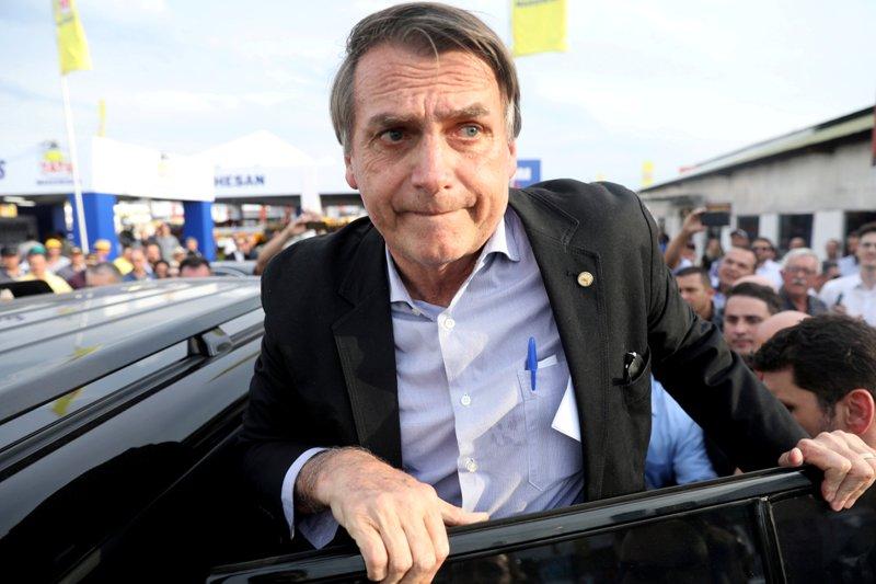 https: img-k.okeinfo.net content 2018 09 07 18 1947288 calon-presiden-brasil-bolsonaro-ditusuk-saat-berkampanye-04WtQ5uGgL.jpg