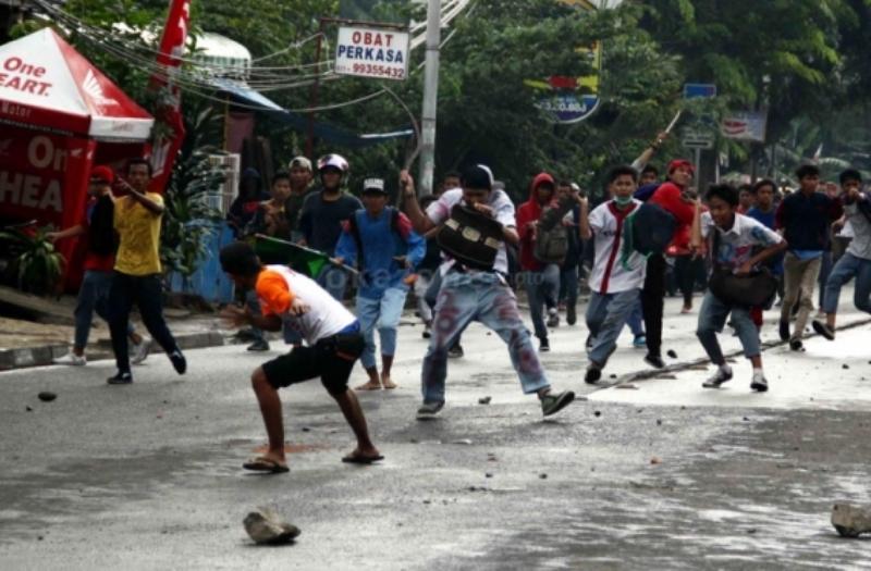 https: img-k.okeinfo.net content 2018 09 07 338 1947434 sman-32-jaksel-keluarkan-siswa-tawuran-yang-menewaskan-ari-haryanto-ava6c6qsIS.jpg