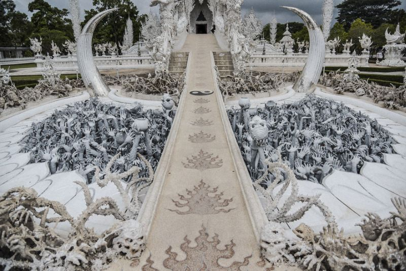 https: img-k.okeinfo.net content 2018 09 07 406 1947332 white-temple-bangunan-berkonsep-surga-dan-neraka-tk9FAfDaVg.jpg