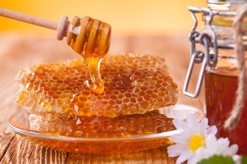 https: img-k.okeinfo.net content 2018 09 07 481 1947497 6-manfaat-minum-air-madu-dari-kesehatan-kulit-hingga-jantung-SVhWOVYrJp.jpg