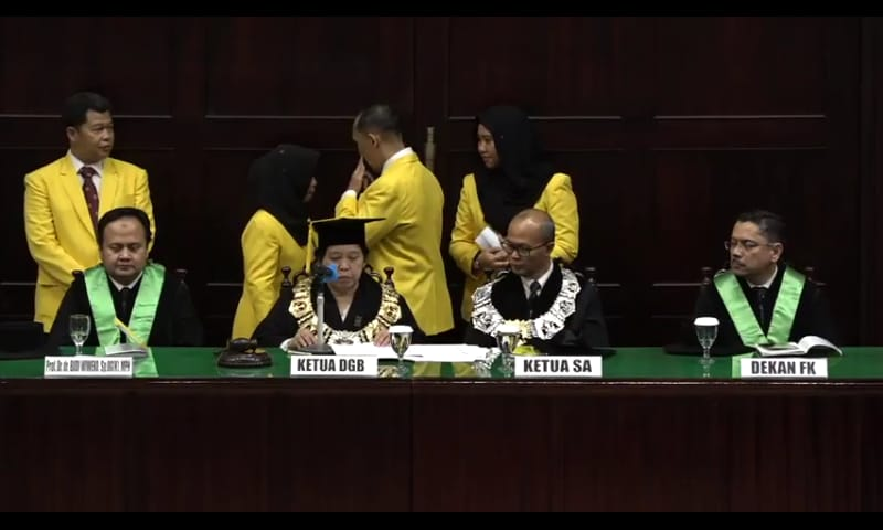 https: img-k.okeinfo.net content 2018 09 08 65 1947862 pengukuhan-guru-besar-termuda-fakultas-kedokteran-universitas-indonesia-3hCRr6r3gA.jpeg