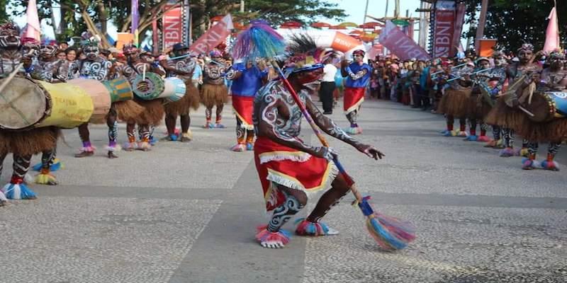 https: img-k.okeinfo.net content 2018 09 09 406 1948100 angkat-keunikan-budaya-pemda-raja-ampat-gelar-event-festival-suling-tambur-UqhCaNb9BE.jpg